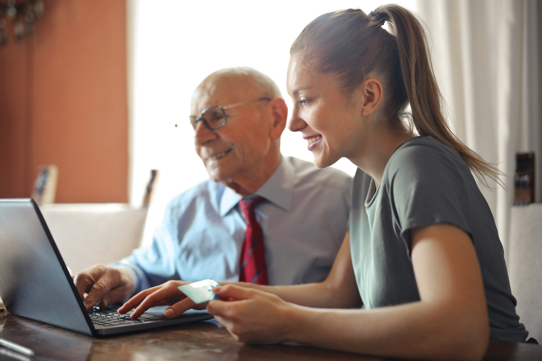 hledání finanční pomoci