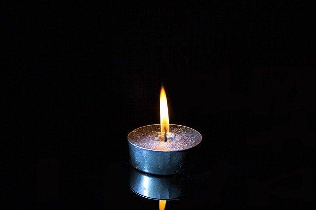 zapálená svíčka