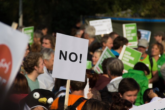 protestující lidé