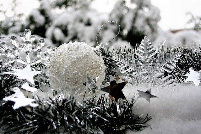 vánoční bílá ozdoba na stromeček