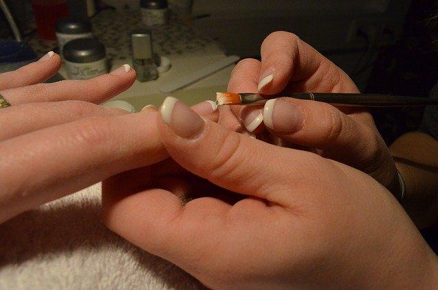 Lakování nehtů